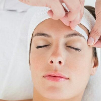 como depilarse las cejas con cera en casa