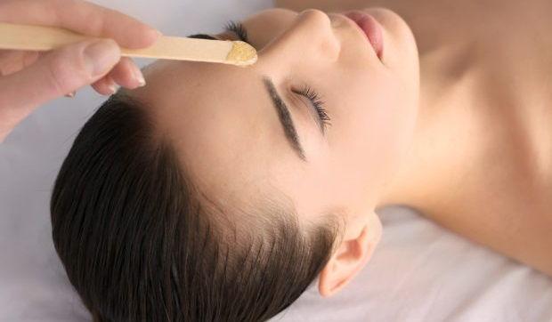 como depilar la cara con cera