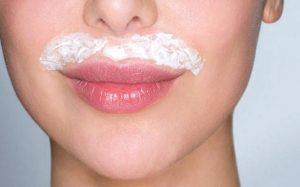 depilar bigote con crema de afeitar